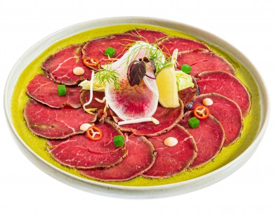 Beef sashimi in a new style with wasabi cream dressing