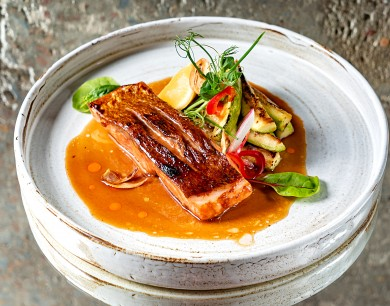 Teriyaki salmon with zucchini and tamarind sauce
